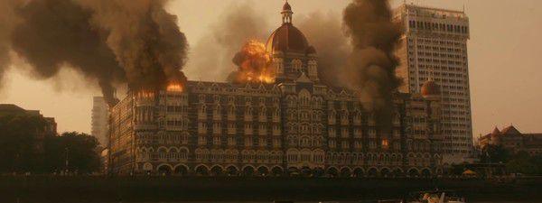 Review phim Mumbai Hotel: Chân thực và tàn khốc đến rợn người