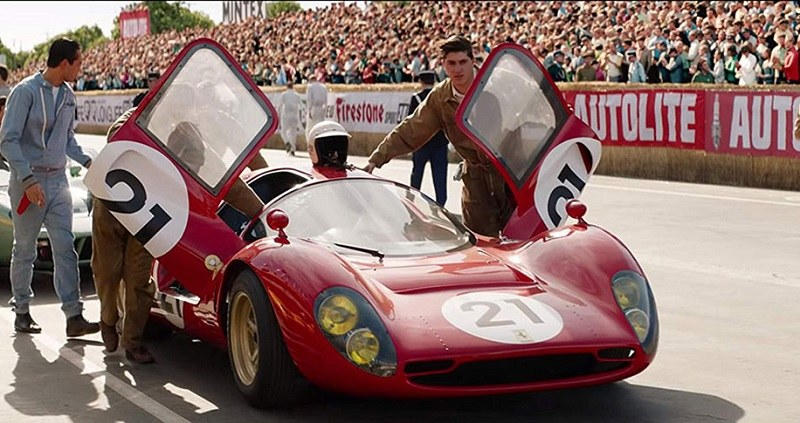 Các đội đua chuẩn bị ở xuất phát tại chặn đua Le Mans